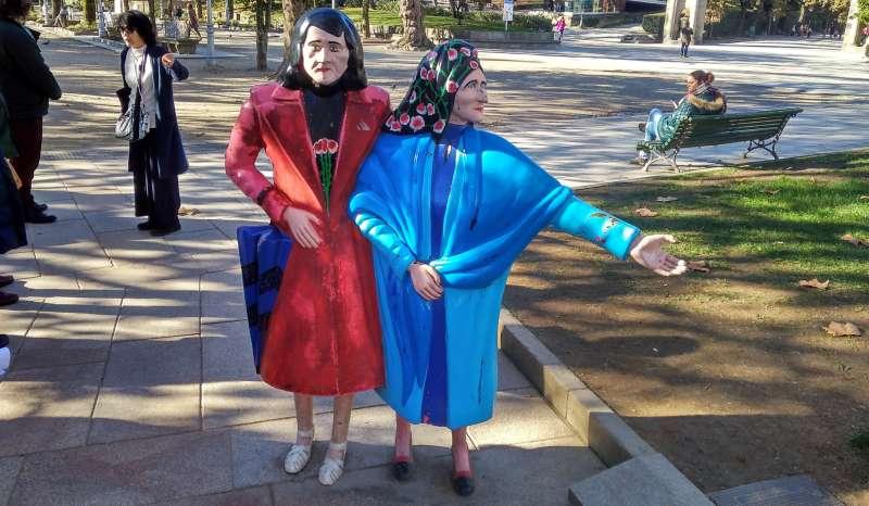 DeTwee Maria´s in hun 'oude' kledij
