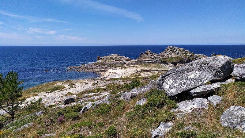 Eén van de castros in Galicië aan zee in Porto do Son