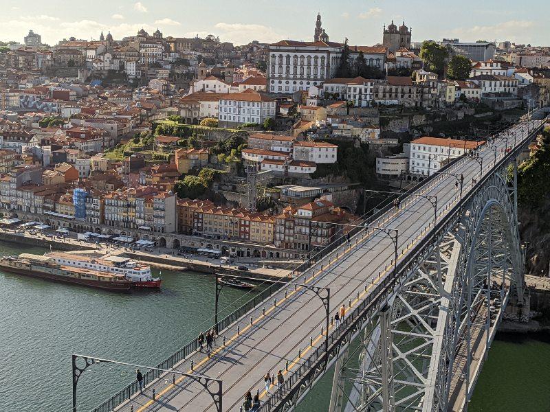 De brug Dom Luis I over de Douro, Portoste wijk van Porto