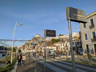 De oever van de Douro bij Vila Nova Gaia