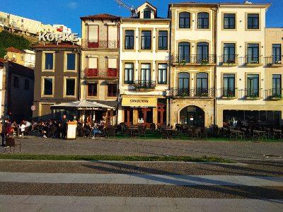 Porthuizen aan de boulevard van Nova Gaia